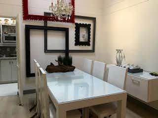 Una sala de estar llena de muebles y una gran ventana en Casa en venta en Loma De Benedictinos de 4 habitaciones