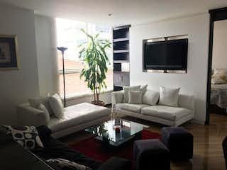 Una sala de estar llena de muebles y una televisión de pantalla plana en Apartamento en venta en Santa Bárbara Occidental, 60m² con Gimnasio...