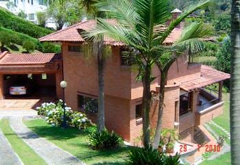 Finca en Venta en El Retiro (Fizebad), cuenta con 4 habitaciones y 5 baños.