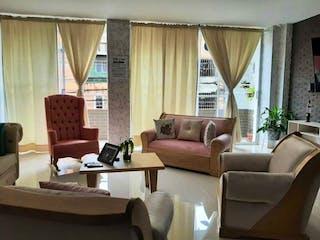 Una sala de estar llena de muebles y una ventana en Venta Apartamento En Envigado/san Mateo Con Acabados De Lujo Sin Parqu