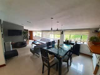 Una sala de estar llena de muebles y una televisión de pantalla plana en Apartamento en Venta ZUÑIGA