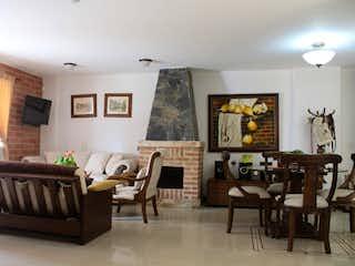 Una sala de estar llena de muebles y una chimenea en Casa en venta en San José de 300mts
