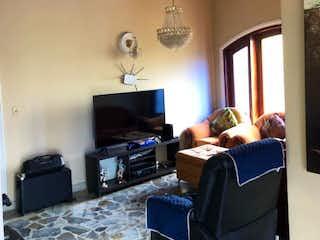 Una sala de estar llena de muebles y una televisión de pantalla plana en Casa en venta en Casco Urbano Caldas, de 6000mtrs2