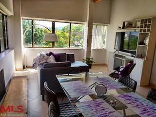 Una sala de estar llena de muebles y una televisión de pantalla plana en El Parque
