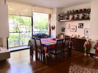 Una sala de estar llena de muebles y una mesa en BOGOTA, VENTA APARTMENTO EN CHAPINERO, 191 MTS