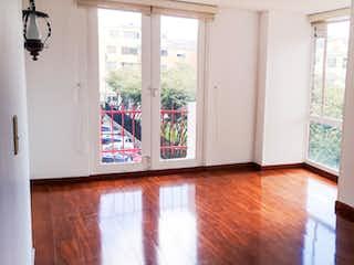 Una cocina con una ventana y una mesa en Venta Apartamento En Toberin