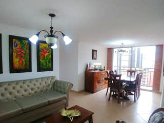 Una sala de estar llena de muebles y una ventana en Apartamento en venta en Zúñiga con Jardín...