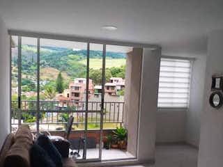 Una sala de estar llena de muebles y una ventana en Apartamento en venta en Fontidueño de 3 habitaciones