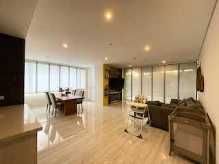 Una sala de estar llena de muebles y una mesa en Hermoso Apartamento en Alto de Las Palmas