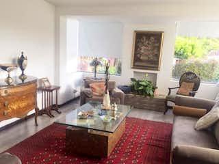 Una sala de estar llena de muebles y una chimenea en Conjunto Rincon de San Pedro