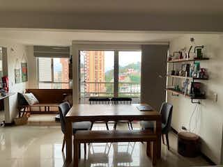 Una sala de estar llena de muebles y una ventana en Apartamento En Venta En Medellin Poblado