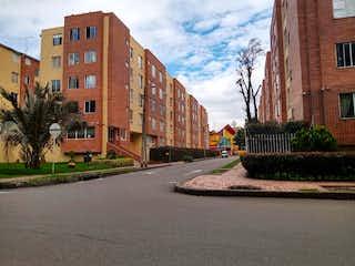 Una calle de la ciudad llena de edificios y árboles en Apartamento En Venta En Bogota Britalia