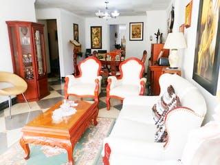 Una sala de estar llena de muebles y una chimenea en Apartamento en Venta en Laureles