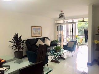 Una sala de estar llena de muebles y una televisión de pantalla plana en Apartamento en Venta  Envigado - Otra Parte
