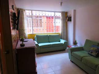 Una sala de estar llena de muebles y una ventana en Casa en venta en Villa Elisa, 200m²