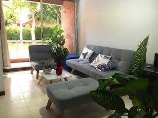 Una sala de estar llena de muebles y una planta en maceta en Casa en Venta LA CONCHA