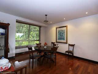 Una sala de estar llena de muebles y una televisión de pantalla plana en Calera Alta