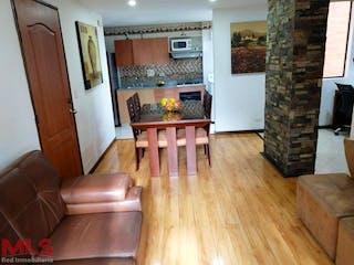 Una sala de estar llena de muebles y una chimenea en El Altillo De Los Bernal