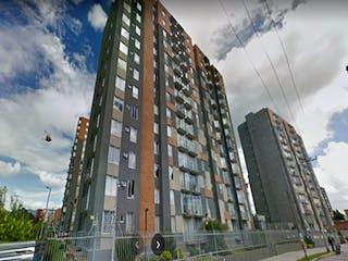 Un edificio alto sentado al lado de un edificio alto en Apartamento En Venta En Bogota Hayuelos