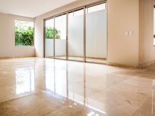 Un cuarto de baño con ducha y lavabo en Aguilas 240