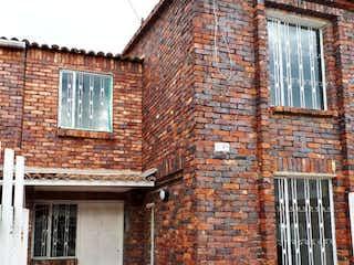 Un edificio de ladrillo con un edificio de ladrillo rojo en Casa En Venta En Chia Parque De Rio Frio