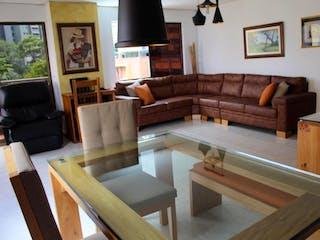 Una sala de estar llena de muebles y una chimenea en Apartamento en venta en Loma De Los Bernal, 120m² con Piscina...