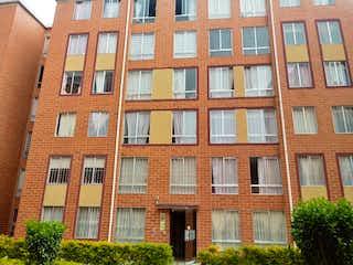 Un gran edificio de ladrillo con una gran ventana en Venta Apartamento Soacha Ciudad Verde