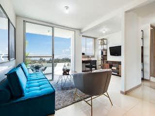 Una sala de estar llena de muebles y una gran ventana en Apartamento en Venta EL PORVENIR