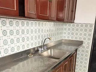 Una cocina con un fregadero y un horno de cocina en Apartamento en venta en Naranjal, de 233mtrs2