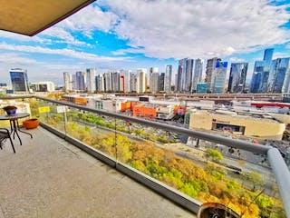 Una vista de un horizonte de la ciudad con un tren pasando por en Departamento con balcón, renta y venta, Reforma Santa Fe