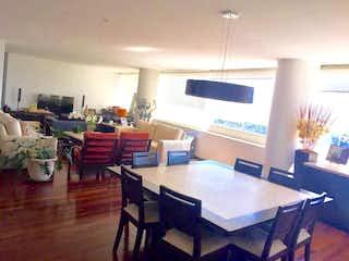 Una sala de estar llena de muebles y una televisión de pantalla plana en RENTO Y VENDO DEPARTAMENTO EN PUNTA DEL PARQUE SANTA FE