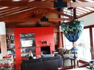 Una sala de estar llena de muebles y una ventana en Pontezuela