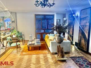Una sala de estar llena de muebles y una ventana en Bengali