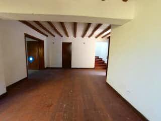 Una vista de una sala de estar y una sala de estar en Casa en venta en Colinas De Suba de 3 alcoba