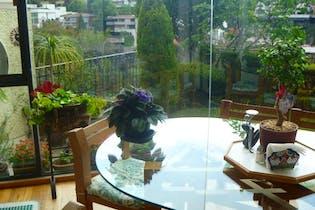 Casa en venta en Lomas de Reforma, 475 m² con jardín y patio