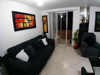 Una sala de estar llena de muebles y una televisión de pantalla plana en Apartamento en venta en La Floresta de una habitacion