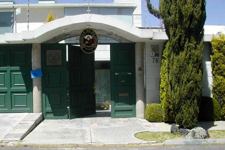 Portada Casa en venta en Bosques de las Lomas, 800 m² con jardín