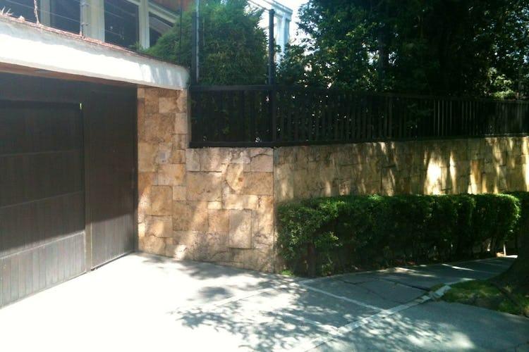 Portada Casa en venta en Bosques de las Lomas, 790 m² con jardín