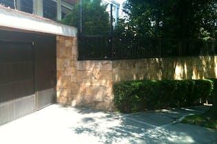 Casa en venta en Bosques de las Lomas, 790 m² con jardín