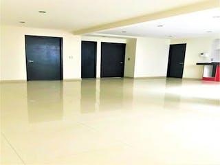 Un cuarto de baño con dos lavabos y espejos en Casa en venta en Del Valle de 100m²