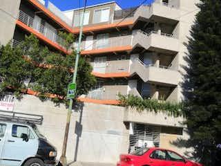 Un coche está estacionado delante de un edificio en Departamento en venta en Portales, 62m²