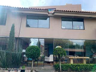 Un edificio con un reloj en el costado en Casa en Venta en Vista Hermosa Cuajimalpa de Morelos