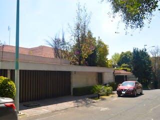 Casa en venta en Bosques de las Lomas, Ciudad de México