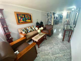 Una sala de estar llena de muebles y un piano en Casa en Venta en Buenos Aires, sector Quinta Linda