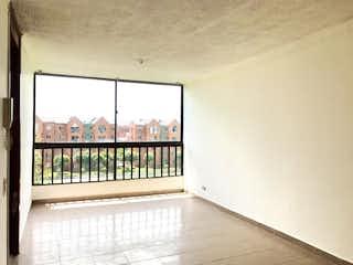 Una cama blanca sentada junto a una ventana en Apartamento En Venta En Bogota El Cortijo-Engativa