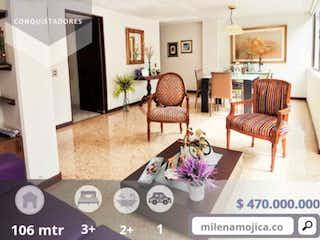 Una sala de estar llena de muebles y una chimenea en Apartamento en venta conquistadores