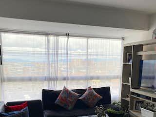 Una sala de estar llena de muebles y una televisión de pantalla plana en Apartamento en venta en Bosa Brasil, 68m²