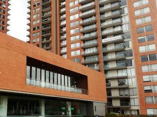 Un gran edificio con una señal en él en Apartamento en venta en Barrio Colina Campestre de 3 habitaciones