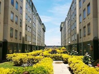 Un ramo de flores que están en un jardín en Bosa Porvenir, Apartamento en venta en Bosa Santafé, 52m²