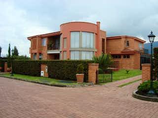 Un edificio de ladrillo con un edificio de ladrillo rojo en Casa en venta en Hacienda San Simón de 500m² con Jardín...
